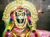 சனி மஹாபிரதோஷம் -  சிவன் நந்தியை தரிசித்தால் சனிதோஷம் நீங்கும்