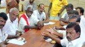 சார் நீங்க சொல்லுங்களேன்.. உள்ளாட்சி தேர்தல் நடக்குமா.. ஆட்சியரிடம் கேட்ட திமுக பிரமுகர்