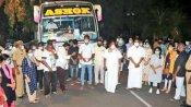 இரண்டு பேருந்துகளில் கேரளாவிற்கு அனுப்பிவைக்கப்பட்ட 50 புதுவை பல்கலை. மாணவர்கள்..