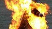 ராத்திரி செல்போனில் சார்ஜ் போட்டு படுத்து தூங்கிய குடும்பம்.. வெடித்து சிதறி.. 3 பேரும் பரிதாப மரணம்