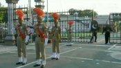 சுதந்திர தினம்.. வாகா எல்லையில் கொடி இறக்கும் நிகழ்ச்சி.. மக்கள் கூட்டம் இன்றி நடைபெற்றது!