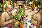 திருப்பதி பிரம்மோற்சவம் 2020: சக்கரத்தாழ்வார் தீர்த்தவாரியுடன் நிறைவு - வரலாற்றில் இடம்பெற்றது