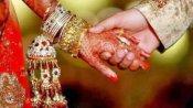 வினோதம்.. ஒரே மேடையில்.. தாய்க்கும் மகளுக்கும் திருமணம்.. பரஸ்பரம் வாழ்த்து கூறிய புதுமாப்பிள்ளைகள்!