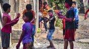 வண்ணமயமான ஹோலி கொண்டாட்டம் - கொரோனாவால் பல மாநிலங்களில் களையிழந்தது