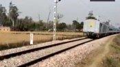 பிரேக் பிடிக்கல... திடீரென்று 20 கிலோமீட்டர் பின்னோக்கி சென்ற ரயில்... பயணிகள் பீதி.. வைரல் வீடியோ