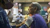 கொரோனா  2ம் அலை கைமீறி விட்டது... 40வயதிற்கு மேற்பட்டவர்களுக்கு தடுப்பூசி போட தயார் - தமிழக அரசு