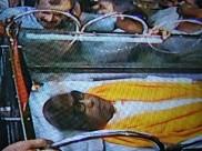 முதல் முறையாக கையை அசைக்காத கருணாநிதி... கோபாலபுரத்தில் தொண்டர்கள் சோகம்!