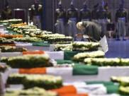 நாட்டிற்காக உயிர் தியாகம்... சிஆர்பிஎப் வீரர்களின் உடல்களுக்கு பிரதமர் மோடி அஞ்சலி #PulwamaAttack