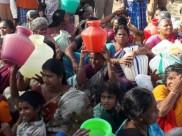 தேனியில் மோடி.. பக்கத்து ஊரில் காலி குடங்களுடன் பெண்கள் நடு ரோட்டில் போராட்டம்