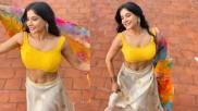 மஞ்சள் கலரில் சொக்கா.. சாக்ஷி அசத்துறாங்க பக்காவா.. சூரியனே வெட்கப்படுமே!