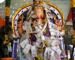 Tn Vinayaka Idol Aodorned By Currency Near Senkottai