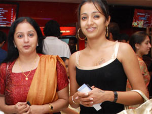 Trisha with her Mom Uma Krishnan