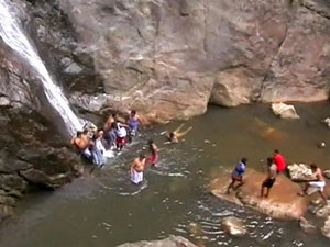Tn Tourists Get Attacked At Kumbaru