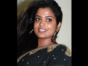 Beautiful Character Actress Becomes Auto Driver