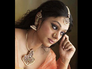 Actress Shobana Is Telling Lies Says Cycle Shop Owner