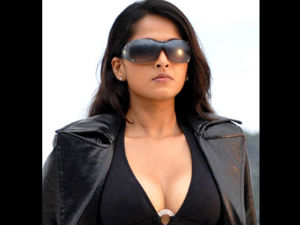 Alex Pandian Crew Fume On Anushka