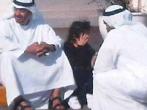Abu Dhabi Crown Prince Sits Roadside With Lost Girl