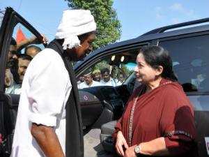 Jaya Meets Vaiko On His Padayathra