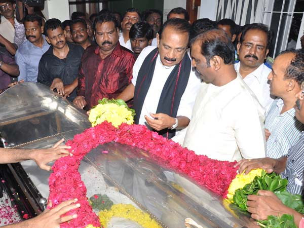 Political leaders pay homage to Vaali