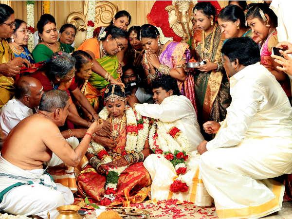7 வருடக் காதலியை கைப்பிடித்தார் 'பிளாக்' பாண்டி