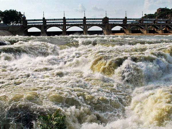 காவிரி வழக்கை அவசர வழக்காக விசாரிக்க சுப்ரீம் கோர்ட் மறுப்பு! 16-flood-alert-along-cauvery-as-mettur-dam-surpluses-600