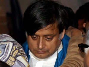 Shashi Tharoor writes to Shinde, offers full cooperation in Sunanda death probe