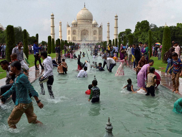 Now, pay Rs 5,000 to visit Taj Mahal on Fridays