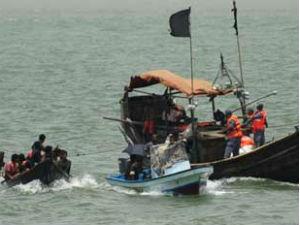 அந்தமான் அருகே கடலில் படகு கவிழ்ந்து தமிழகத்தைச் சேர்ந்த 21 பேர் பலி