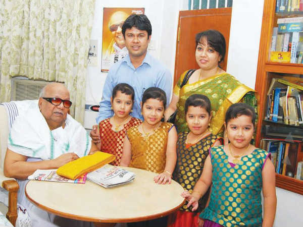 Karunanidhi gives tamil names to Jayam Raja movie's quadruplets