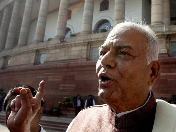 Senior BJP leader Yashwant Sinha suffers head injury