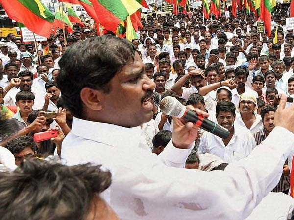 Velmurugan condemns Srilanka on article against Jayalalithaa