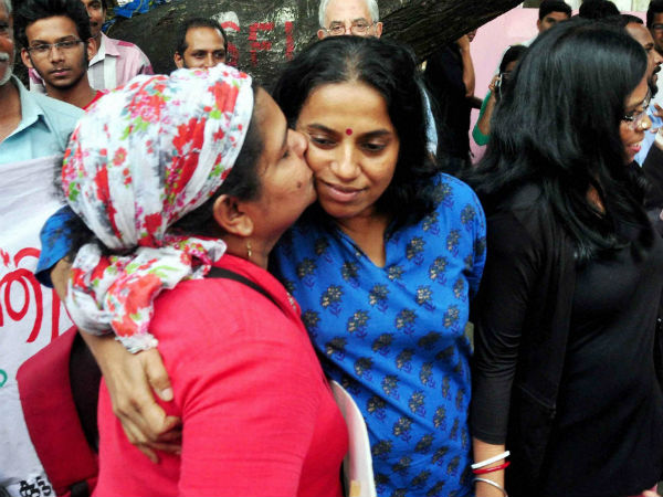 Kiss of Love' Protesters Hold Demonstration Outside RSS Office in Delhi