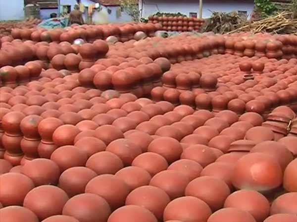 மண் வாசனை 12-1421047259-pongal-pot-manufacturing-on-full-swing-in-nellai-dt6-600