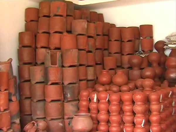 மண் வாசனை 12-1421047280-pongal-pot-manufacturing-on-full-swing-in-nellai-dt4-600