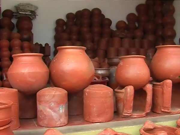 மண் வாசனை 12-1421047290-pongal-pot-manufacturing-on-full-swing-in-nellai-dt3-600