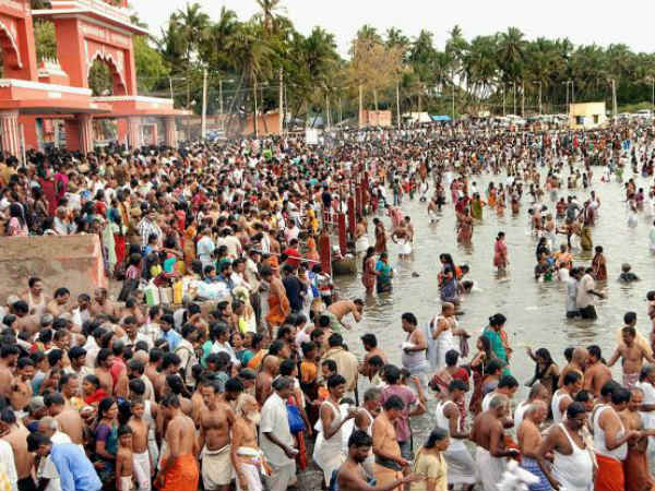 1 Lakh people take holy dip in Rameswaram sea