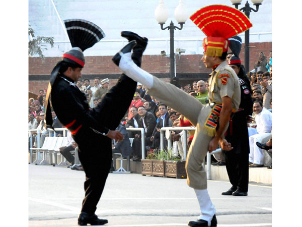 Retreat ceremony at Wagah border