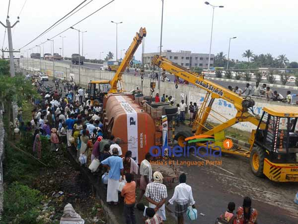 Palmolein oil ladden lorry met with accident in Perambalur