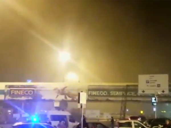 Commuter chaos as Rome airport closed by giant fire