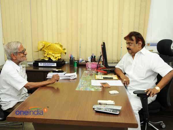 Traffic Ramasamy meets Vijaykanth: Asks support to contest against Jayalalithaa