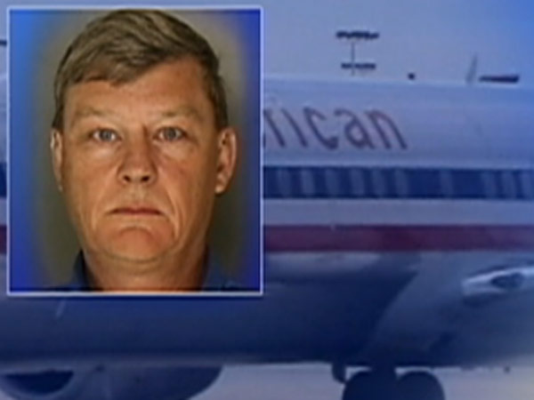 American Airlines manager held in sex sting