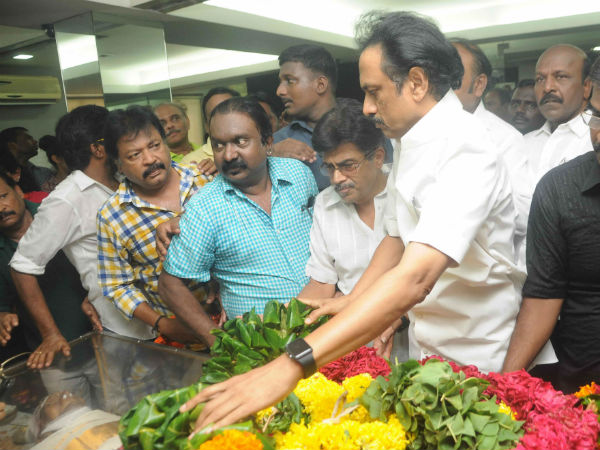 Stalin,Tamilisai pay tribute MSV