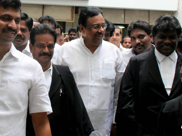 EVKS Elangovan appears in Egmore court