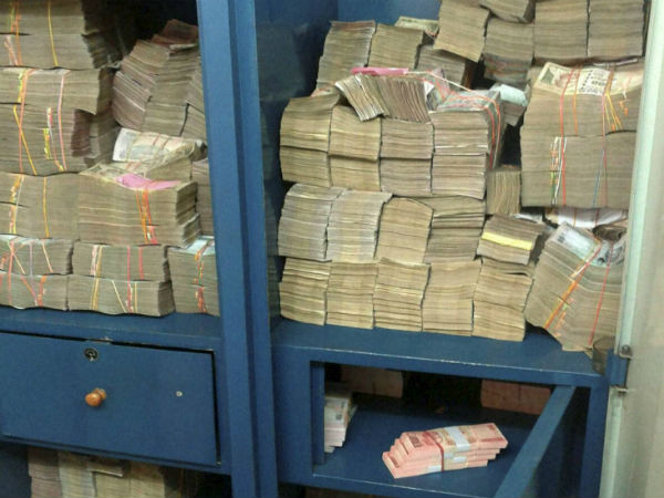CBDT raid conducted in Kolkata, crores seized and hawala racket unearthed