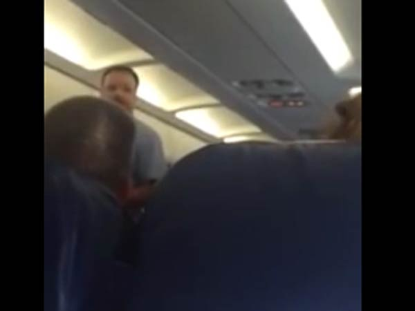 US woman thrown off from a flight for weeping