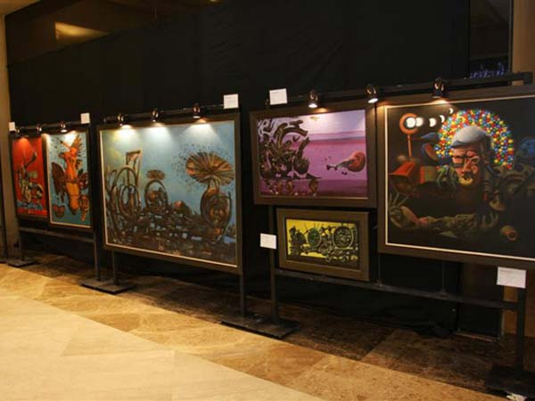 The sunday art exhibition in Bangalore