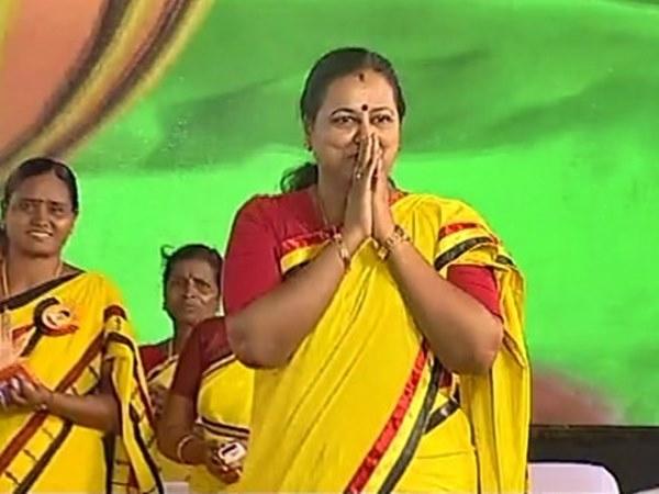 கேப்டன்' பேச்சு ஏன் புரியவில்லை: பிரேமலதா தரும் விளக்கம் இது தான்!   Premalatha  Vijayakanth Explanation about vijayakantha speech - Tamil Oneindia