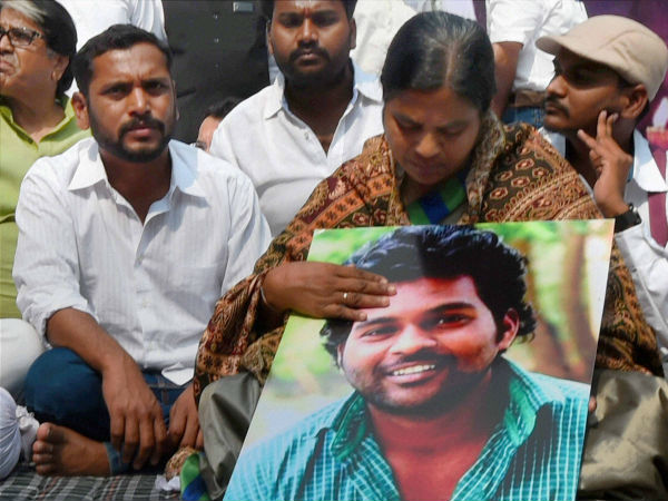 Barred from entering campus, Rohith Vemula's mother holds sit-in protest outside HCU campus