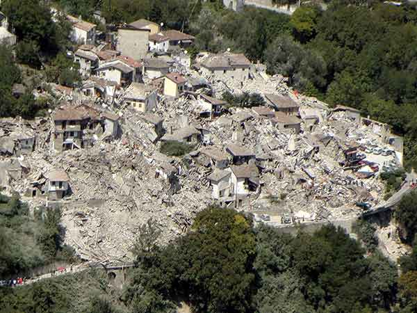 Italy earthquake: Rescuers' desperate search for survivors