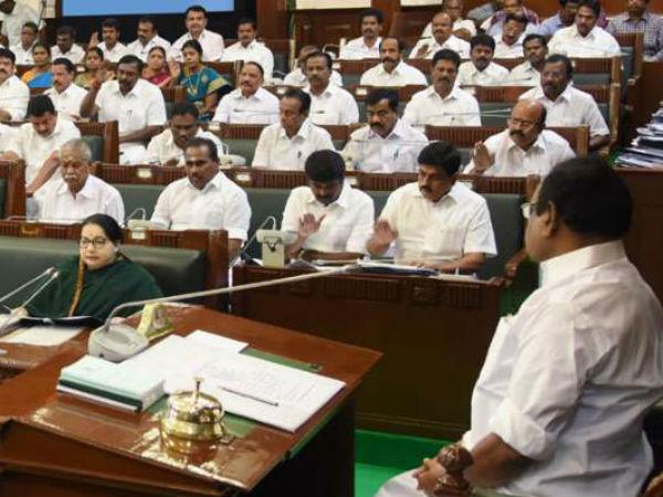 திமுக எம்.எல்.ஏக்கள் சஸ்பெண்ட்.. சபாநாயகர் தனபால் மீது ஜெ. கடும் அதிருப்தி.. விரைவில் ராஜினாமா?